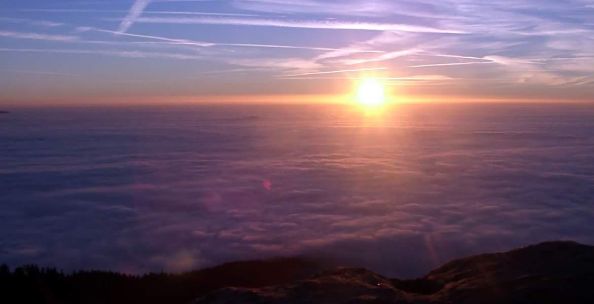 Photos fabriceh coucher de soleil sur la mer de nuage - Photos de coucher de soleil sur la mer ...